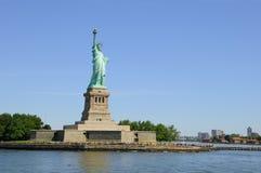 Statue de la liberté dans le port de New York Photo libre de droits
