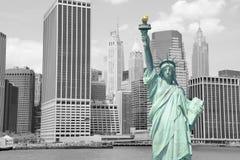 Statue de la liberté et du coucher du soleil de New York City Photos libres de droits