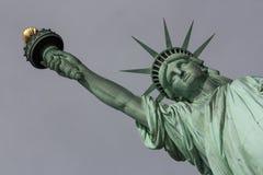 Statue de la liberté et du coucher du soleil de New York City Photographie stock