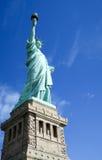 Statue de la liberté et du coucher du soleil de New York City Images stock