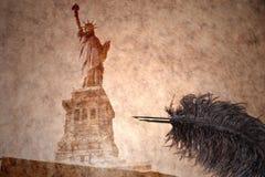 Statue de la liberté sur un papier de vintage Images libres de droits
