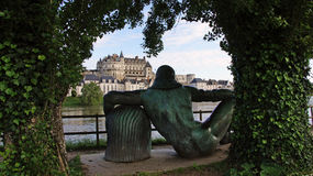 Statue de Leonardo da Vinci au village d'Amboise photo stock