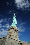 Statue de liberté avec le ciel bleu Images stock