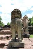 Statue de lion au parc historique de Phimai Image libre de droits