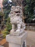 Statue de Lion-chien de gardien dans le tombeau image stock