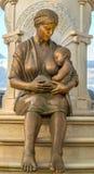 Statue de mère Photographie stock