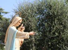 Statue de Madonna à un cortège chrétien images stock