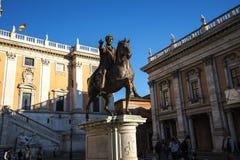 Statue de Marcus Aurelius dans Piazza sur la colline de Capitoline à Rome Italie Image libre de droits