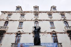 Statue de Marko Marulic, vieille ville de fente, FENTE, CROATIE photos stock