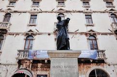Statue de Marko Marulic, vieille ville de fente, FENTE, CROATIE photo libre de droits
