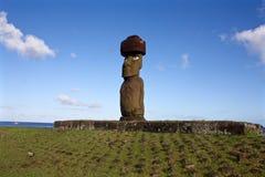 Statue de Moai avec l'île de Pâques supérieure de noeud, Chili image libre de droits