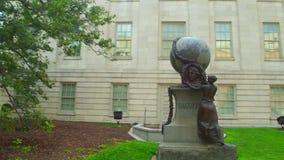 Statue de monument de Daguerre banque de vidéos