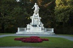 Statue de Mozart dans Burggarten, parc public, Vienne images stock
