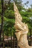 Statue de Naga sur le pont de la foi des temps antiques images stock