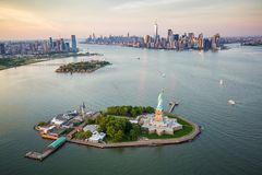 Statue de New York de la liberté de la vue aérienne photographie stock libre de droits