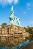 Statue de paix en parc de paix à Nagasaki Photographie stock