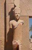 Statue de pharaon dans le temple de Karnak Photographie stock libre de droits