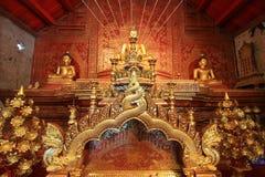 Statue de Phra Bouddha Sihing à l'intérieur de Wihan Lai Kham images libres de droits
