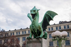 Statue de pont de dragon photographie stock