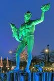 Statue de Poseidon à Gothenburg le soir images stock