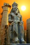 Statue de Ramesses II au coucher du soleil Temple de Luxor, Egypte photographie stock