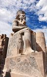 Statue de Ramses II, le temple de Louxor, vieille Egypte image stock