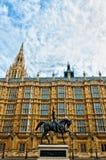 Statue de Richard I en dehors de palais de Westminster, Londres Image libre de droits