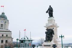 Statue de Samuel de Champlain à Québec sous la chute de neige importante, Canada Photographie stock libre de droits
