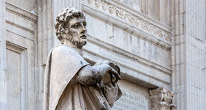 Statue de San Crescentino à Urbino, Italie photo libre de droits