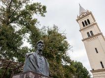 Statue de Sandor Petofi, poète hongrois considéré en Hongrie en tant que héros, situé dans la citadelle de Sighisoara, la Roumani Image stock