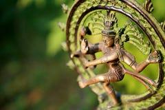 Statue de Shiva - seigneur de danse à la lumière du soleil Images libres de droits
