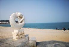 Statue de sirène de baie de Yueya, Yantai, Chine photographie stock libre de droits