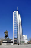 Statue de Skanderbeg sur la place baptisée du nom de lui au centre de la ville image stock
