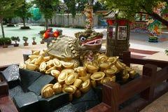 Statue de tortue de dragon photographie stock libre de droits
