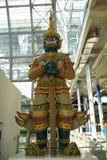 Statue de Tosakanth Ravana Statue dans l'aéroport de Suvarnabhumi, aéroport international de Bangkok, Thaïlande, Asie Images stock