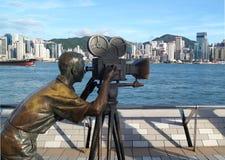 Statue de Tsim d'un cameraman à l'avenue des étoiles, Sha Tsui Embankment, Hong Kong Photographie stock libre de droits