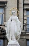 Statue de Vierge Marie à la rue de Lviv, Ukraine photographie stock