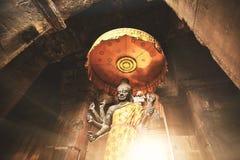 Statue de vishnu à l'intérieur d'un temple au Cambodge Photographie stock