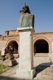 Statue de Vlad Tepes Dracula, vieille cour princière Images libres de droits