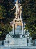 Statue de Wolfgang Amadeus Mozart en parc public de Burggarten Image libre de droits