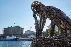 Statue de Zinkglobal en soleil photo stock