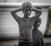 Statue dei bambini che giocano gli strumenti musicali Immagini Stock Libere da Diritti