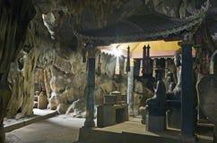 Statue del Buddha in caverna Fotografia Stock