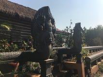 Statue del Naga di stile della Cambogia grandi al tempio di Wat Preah Prom Rath in Siem Reap, Cambogia fotografia stock libera da diritti