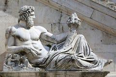 Statue del Tevere在罗马,意大利 免版税库存图片