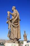 Statue della cattedrale della nostra signora di Almudena che trascura la città dalla base della cupola a Madrid, Spagna Fotografia Stock Libera da Diritti