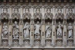 Statue della facciata dell'Abbazia di Westminster Fotografia Stock Libera da Diritti