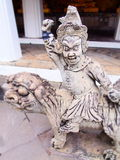 Statue delle divinità nel tempio Tailandia fotografia stock libera da diritti