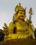 Statue der buddhistischen Gottheit Guru Rinpoche in Swayambhunath-Tempel, Kathmandu, Nepal stockbilder