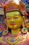 Statue der buddhistischen Gottheit Guru Rinpoche in Swayambhunath-Tempel, Kathmandu, Nepal lizenzfreie stockfotos